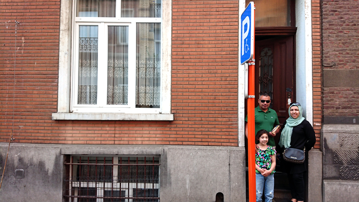 Rue Vogler, 8 et 12   Hussein, sa soeur et sa nièce